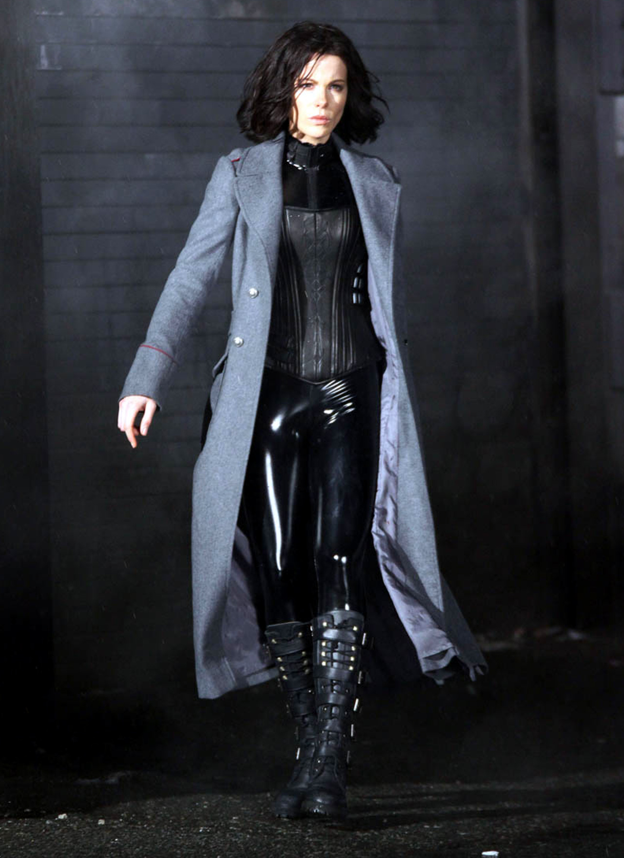Kate-Beckinsale-in-Selene-Costume.jpg